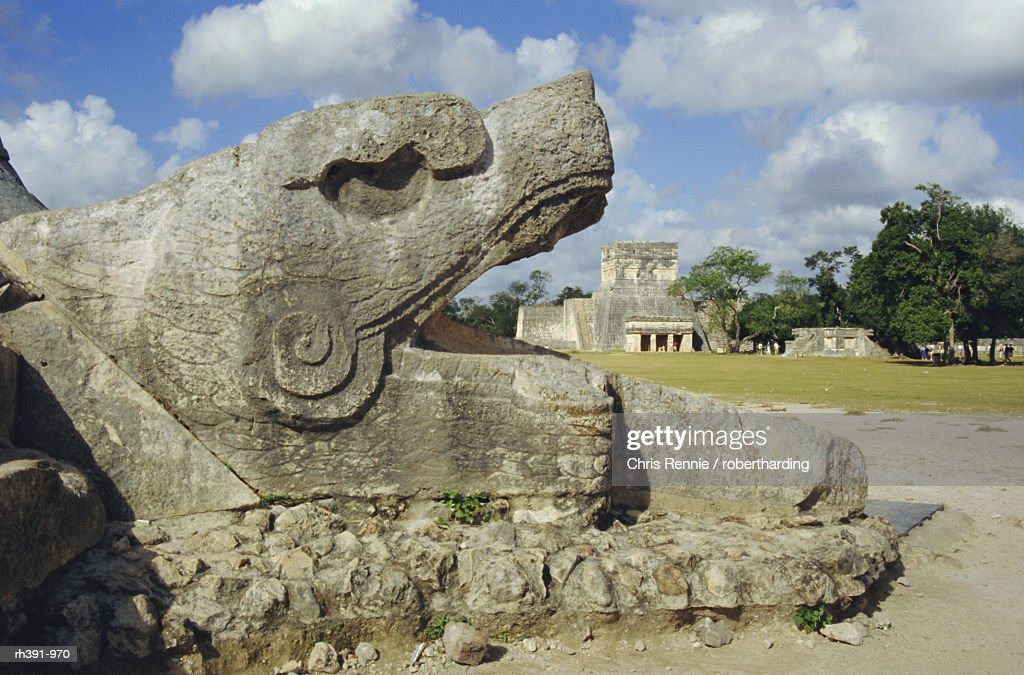 Serpent's Head at bottom of Great Pyramid, Chichen Itza, Mayan site, Mexico, Central America : Stockfoto