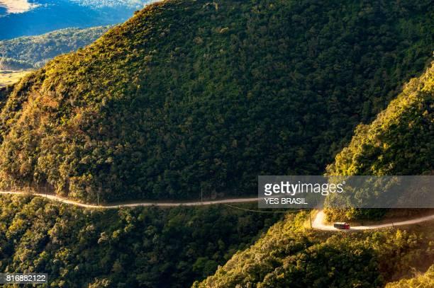 serra do corvo branco - transporte de carga entre os municípios de grão pará e urubici - colina - fotografias e filmes do acervo