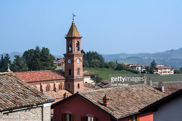 serralunga d'alba, langhe, cuneo, piemonte, italy. - クーネオ ストックフォトと画像