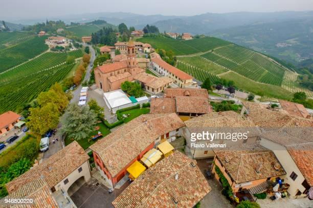 serralunga d'alba, área de colina de langhe - itália - piemonte - fotografias e filmes do acervo