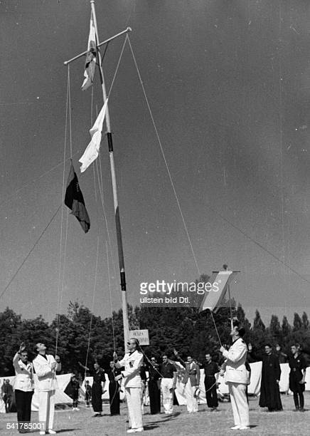 Serrano Suner Ramon Politician Spain*president of the Junta Politica in uniform visiting the summer camp hoising a flag Published by 'Berliner...