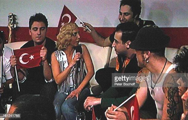 Sertab Erener Mitglieder der Musikgruppe Athena Finale der ARDShow Eurovision Song Contest Istanbul/Türkei/ Europa AbdiIkepciArena Backstage...