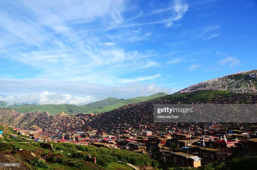 Sertar Larung Gar Buddhist Institute : Foto de stock