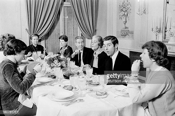 Servanschreiber Family Le déjeuner rituel du clan le mercredi chez madame Denise SERVANSCHREIBER de gauche à droite Patricia GRADYS sa petitefille...