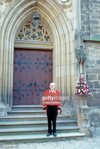 Servant at the wedding of heir to the throne Ernst August von Hanover with Chantal Hochuli at Marienburg castle near Hanover Germany 1981