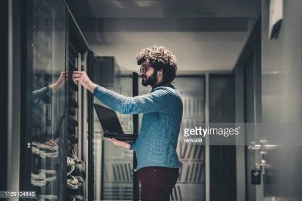 server rooms-it engineer at workplace - data center stock pictures, royalty-free photos & images