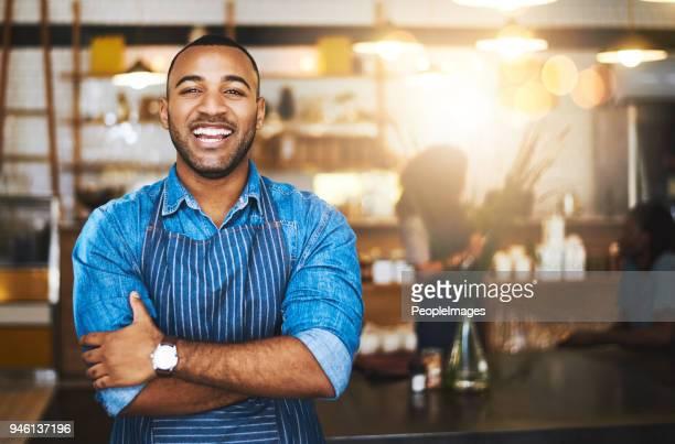 serviço com um sorriso - vendedor de loja - fotografias e filmes do acervo