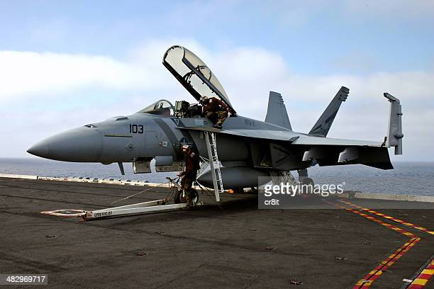 servicing an fa18 superhornet - navy stock pictures, royalty-free photos & images
