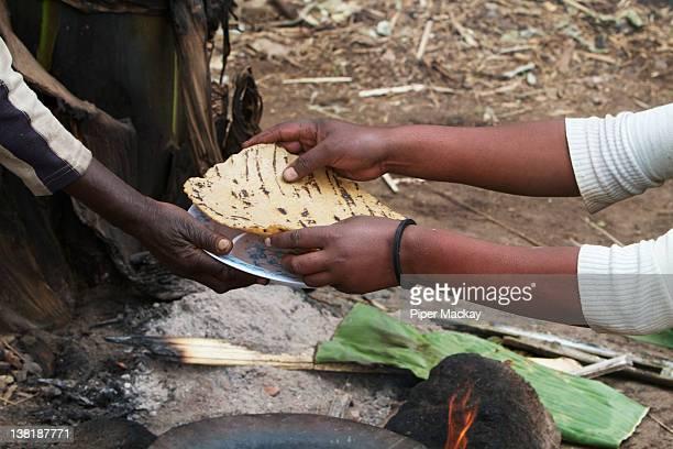 Serving a man indera, Ethiopia