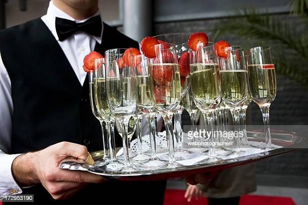 Serviert cocktails