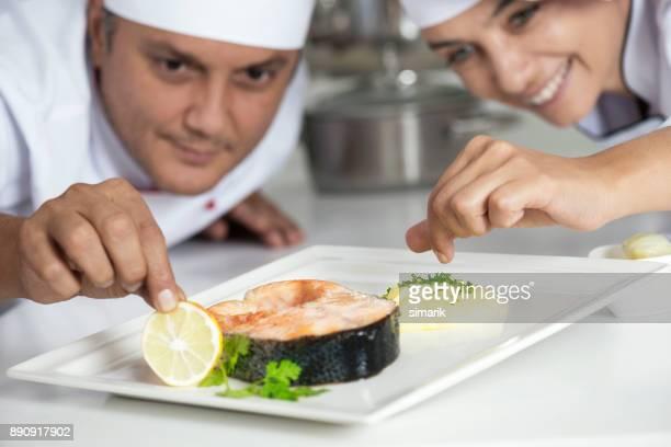 schaal - course meal stockfoto's en -beelden