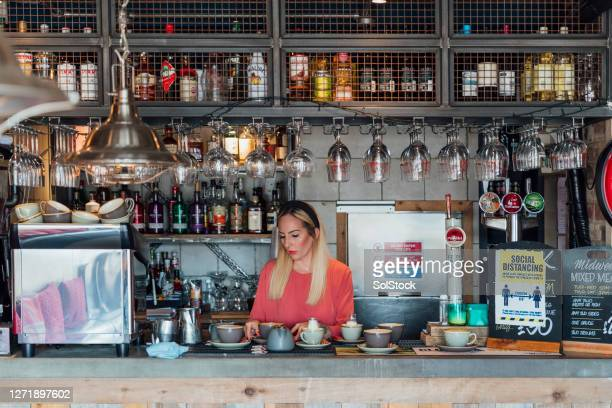 serving drinks - serving food and drinks stock pictures, royalty-free photos & images
