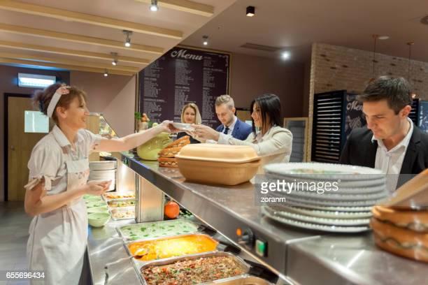 serving lunch - portie stockfoto's en -beelden