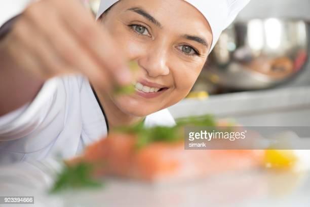 portion lachs - gourmet küche stock-fotos und bilder
