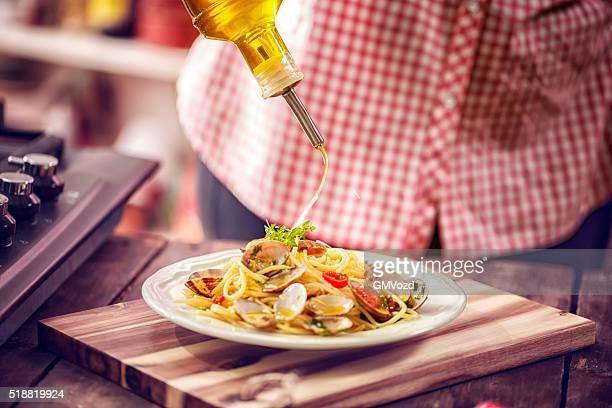 Mit Spaghetti Alla Vongole auf einem Teller