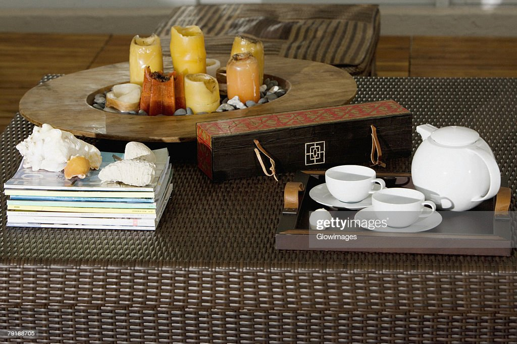 Serving tray and candles on a table : Foto de stock
