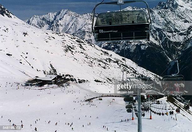 Sessellift im Skigebiet Giggijoch bei Sölden im Ötztal Österreich März 1994