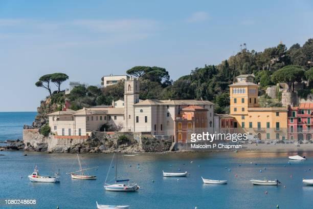 sestri levante, baia del silenzio (bay of silence), liguria, italian riviera, italy - liguria fotografías e imágenes de stock