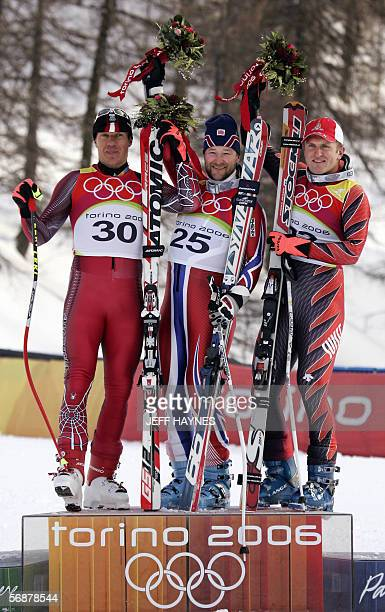 Kjetil Andre Aamodt from Norway stands on the winners' podium 18 February flanked by secondplaced Hermann Maier from Austria and thirdplaced Ambrosi...
