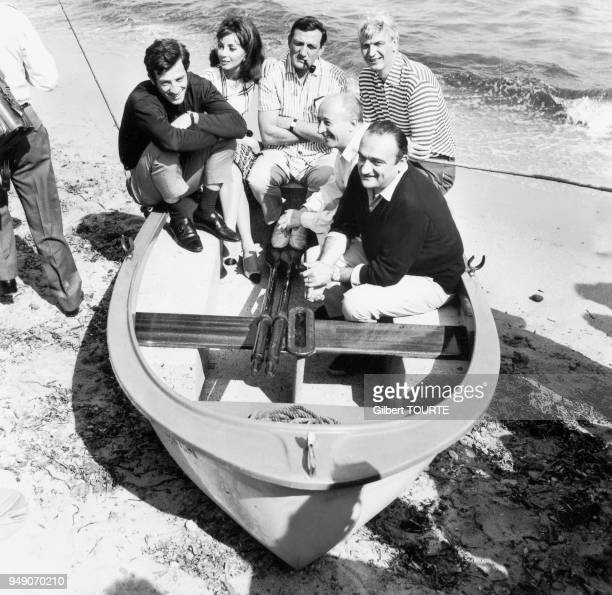 "Set of ""Cent mille dollars au soleil"" by Henri Verneuil. Jean-Paul Belmondo, Andrea Parisy, Lino Ventura, Reginald Kernan, Michel Audiard and Henri..."