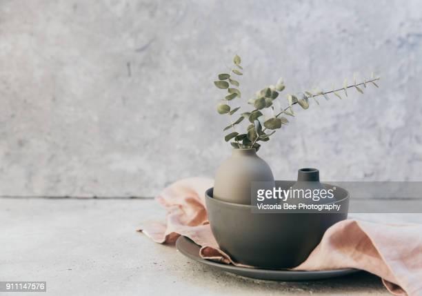 set of grey crockery in home living room. nordic decor - küchenbedarf stock-fotos und bilder