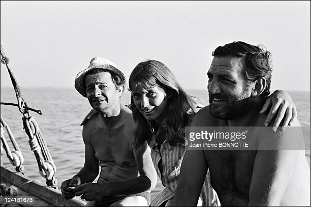 "Set of ""Les aventuriers"" directed by Robert Enrico with Serge Reggiani and Alain Delon In Tunisia In September, 1966 - Serge Reggiani, Joanna..."