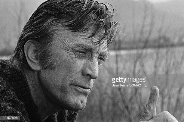 Set of the movie 'Les doigts croises' In France In April 1971 American Actor Kirk Douglas