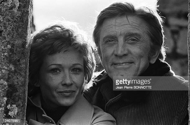 Set of the movie 'Les doigts croises' In France In April 1971 Marlene Jobert and Kirk Douglas