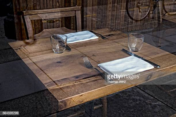 Set restaurant table