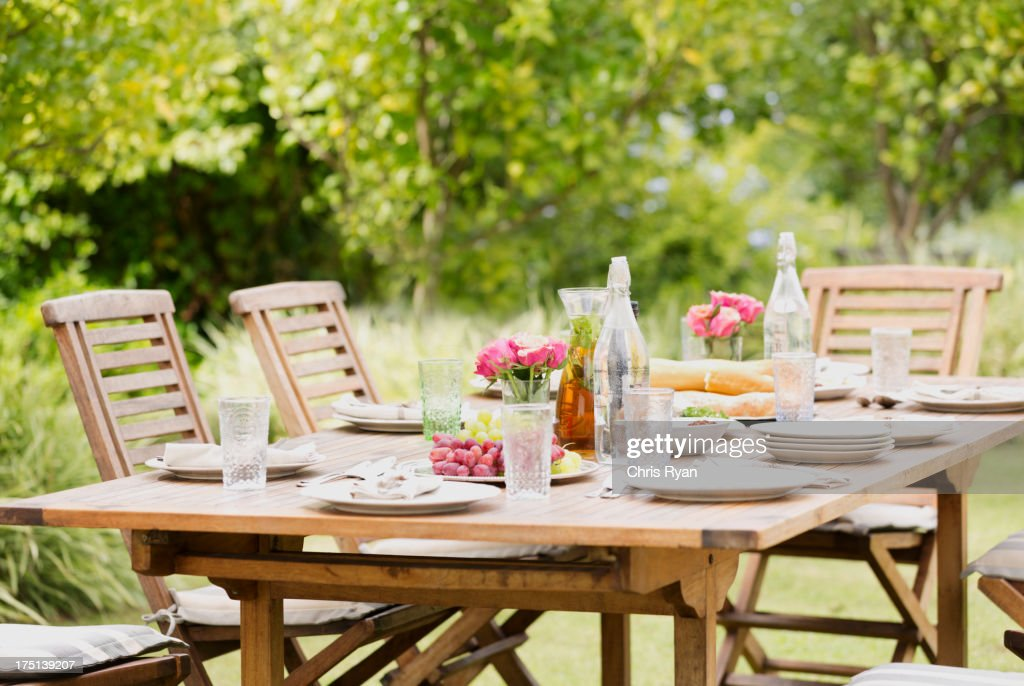 Set table in backyard : Stock Photo