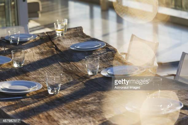 Die Tische auf der Terrasse