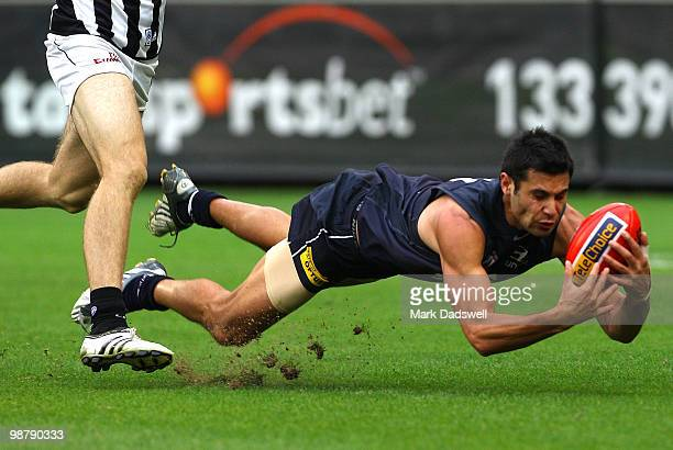 Setanta O'hAilpin of the Blues dives to mark during the round six AFL match between the Carlton Blues and the Collingwood Magpies at Melbourne...