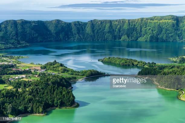 lago sete cidades en las azores - azores fotografías e imágenes de stock