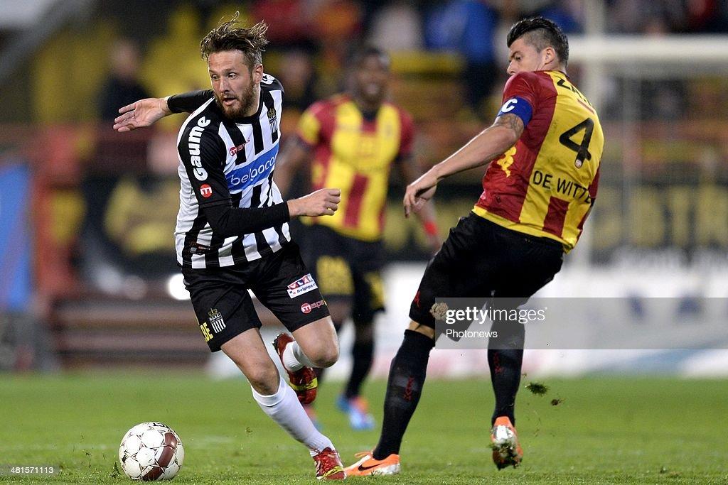 Seth De Witte of KV Mechelen battles for the ball with Damien Marcq of Charleroi during the Jupiler Pro League play off 2 match between KV Mechelen and Royal Charleroi Sporting Club on March 30, 2014 in Mechelen, Belgium.