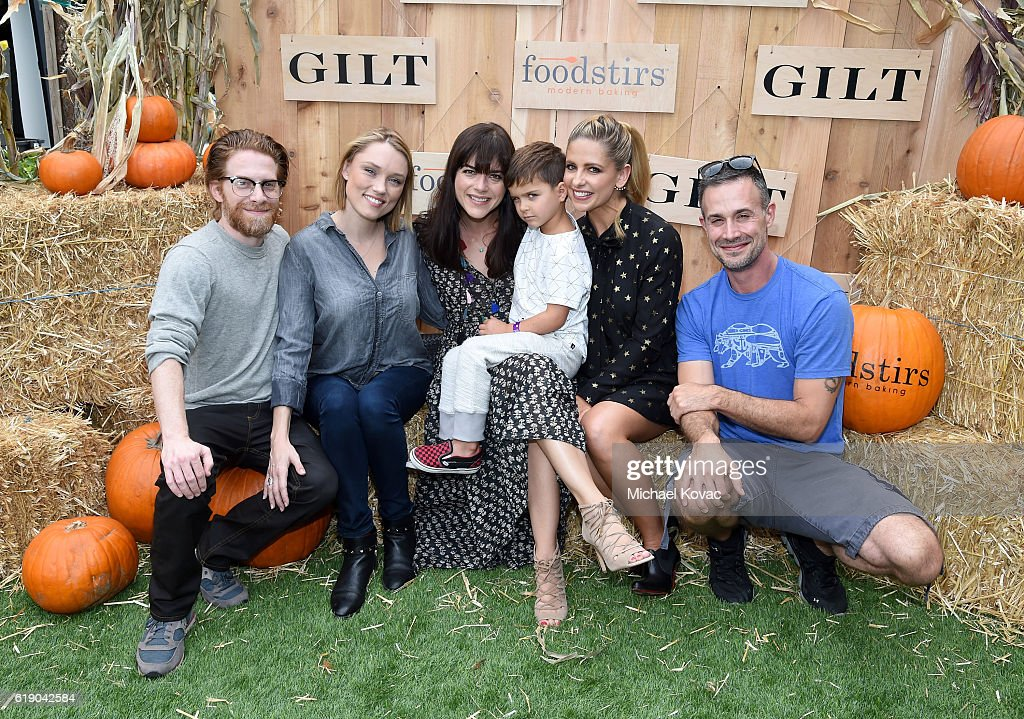 GILT & Foodstirs Celebrate Exclusive Cupcake Kit With Sarah Michelle Gellar
