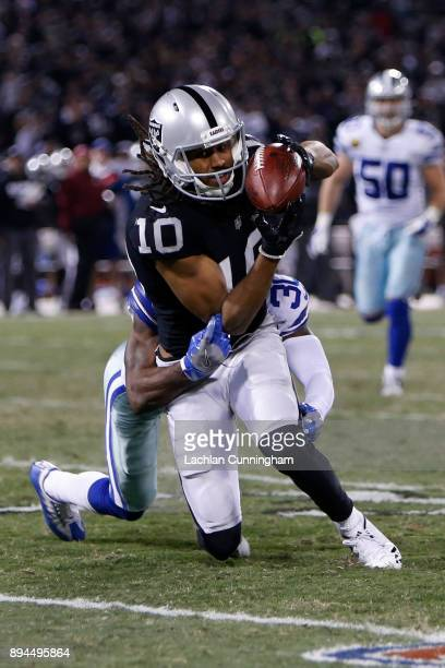 Seth Roberts of the Oakland Raiders makes a catch against the Dallas Cowboys during their NFL game at OaklandAlameda County Coliseum on December 17...