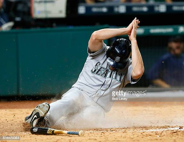 Seth Smith of the Seattle Mariners sscores in the ninth inning against the Houston Astros on May 05 2016 in Houston Texas