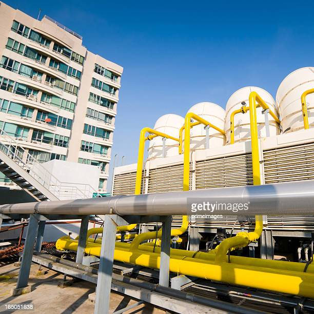 Sets of cooling towers in conditioning systems