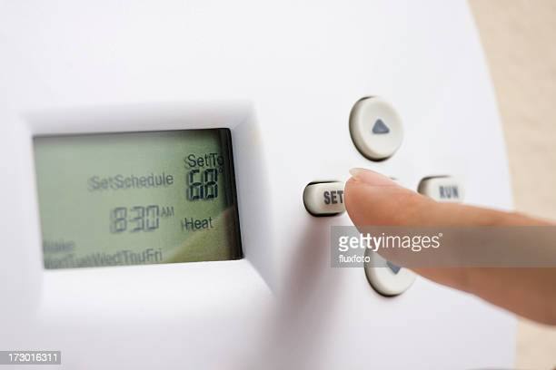 Setting electronic thermostat heat to 68 degrees
