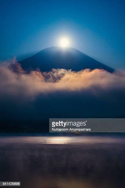 Setting Fullmoon right above Mt. Fuji and lake