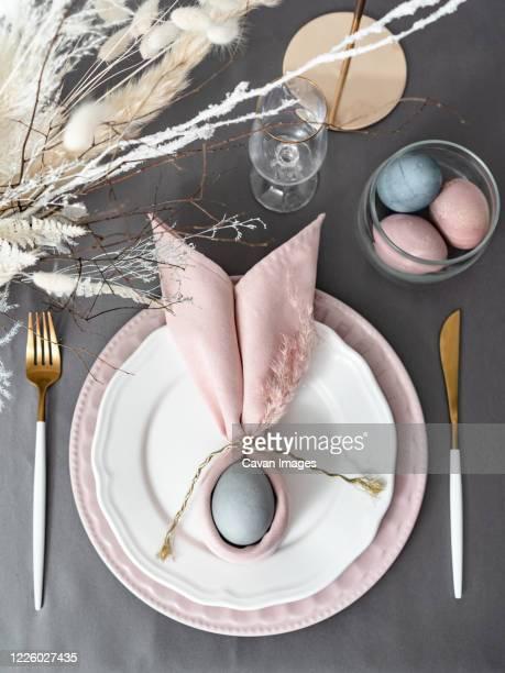 setting happy christian easter table -  キリスト教 伝来の地  ストックフォトと画像