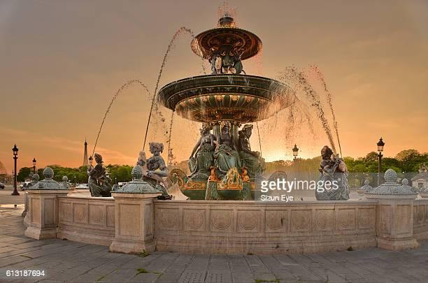 setting sun in paris - place de la concorde stock pictures, royalty-free photos & images