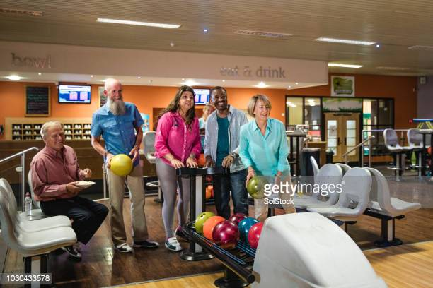 setting up the scoreboard for ten-pin bowling - sports league stock pictures, royalty-free photos & images