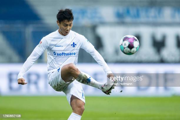 Seung-ho Paik of Darmstadt in action during the Second Bundesliga match between SV Darmstadt 98 and Hamburger SV at Jonathan-Heimes-Stadion am...
