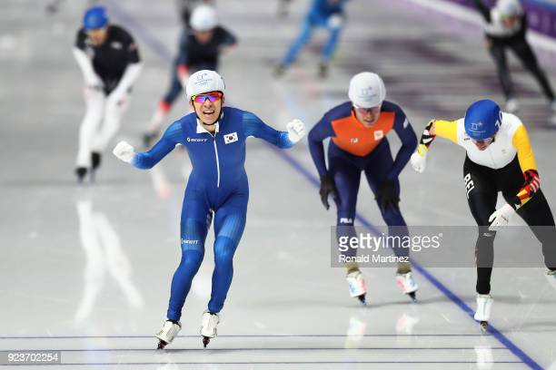 Seung-Hoon Lee of Korea crosses the finish line ahead of Bart Swings of Belgium and Koen Verweij of Netherlands to win the gold medal during the...
