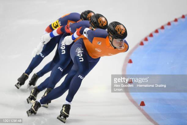 Seven Kramer of the Netherlands leads in the men's team pursuit during the ISU World Single Distances Speed Skating Championships on February 15,...