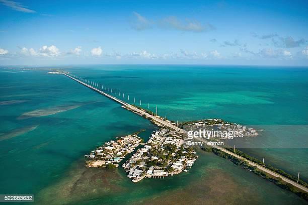 seven mile bridge in the florida keys - seven mile bridge stock pictures, royalty-free photos & images