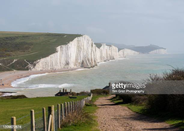 seven sisters cliffs and cuckmere haven, east sussex, uk - tim grist stock pictures, royalty-free photos & images