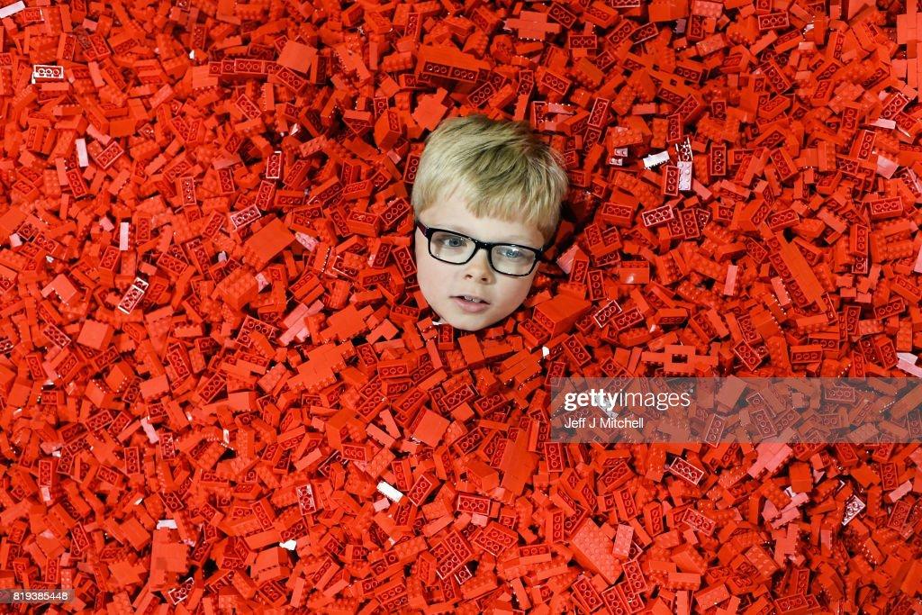 Europe's Biggest LEGO Event Debuts In Glasgow : Nachrichtenfoto