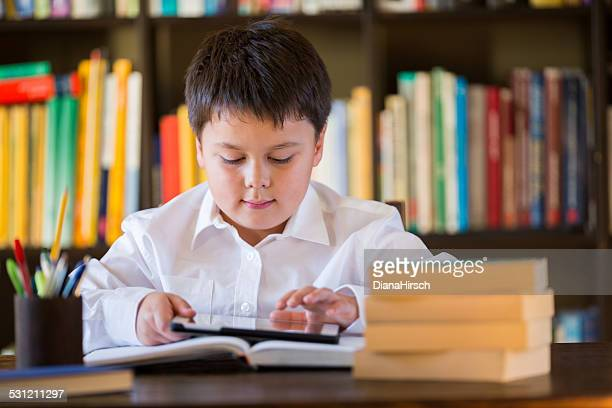 seven years old schoolboy at home with digital tablet - 6 7 years stock pictures, royalty-free photos & images